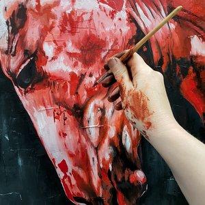 mano-dipinge-testa-cavallo-sandra-petreni-pittura-300